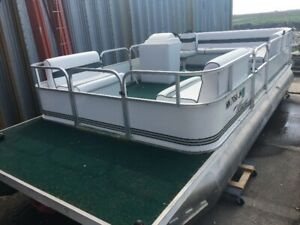 Pontoons Boat | ⛵ Boats & Watercrafts for Sale in Manitoba