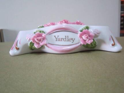 Roses Soap Holder with Yardley logo and gold detail