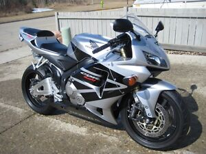 Great Sport Bike with Low KMS