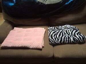 Weighted sensory blankets
