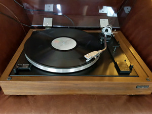 Hitachi Stereo Turntable Record Player