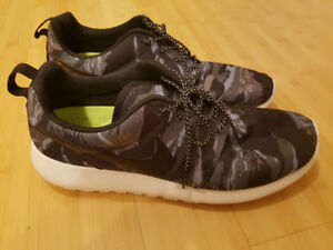 Nike Roshe Run tiger black camo shoes size 11 mens excellent con