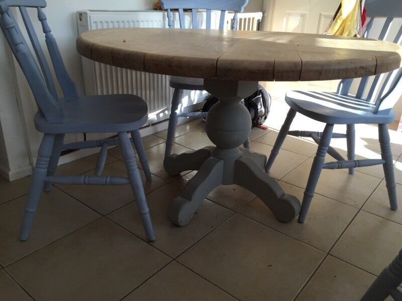 Beautiful solid round dining table and 4 farmhouse chairs