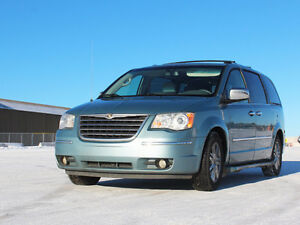 2009 Chrysler Town & Country Limited Minivan, Van [REDUCED!]
