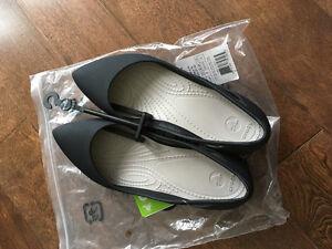 Women's Crocs Rio Flat: Size 5, black