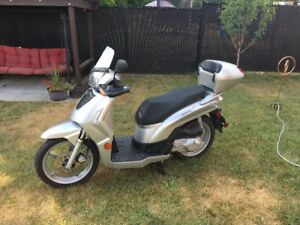 Scooter 125 CC Comme Neuf