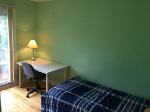 2 Rooms left-Wharncliffe/Oxford - Male students/work term London Ontario image 6