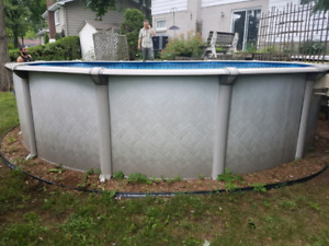 Piscine 18 piedx52  remis a neuf 1700$ INSTALATION INCLUS