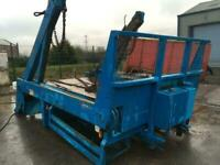 NOOTBOOM SKIP LOADER BODY EXTENDING ARMS OF 18 TON TRUCK