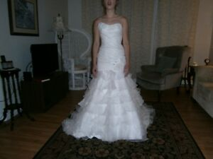 GORGEOUS WEDDING DRESS IN PERFECT CONDITION