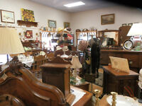 Retail space available in busy antique shop in St Jacobs village