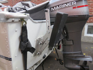 Boat outboard auxiliary motor bracket
