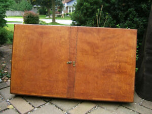 VINTAGE CLASSIC  SOLID MAHOGANY  DISPLAY / SHOW CASE