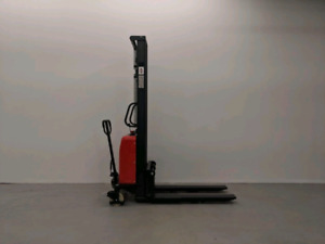 SEMI ELECTRIC PALLET STACKER 1000 KG (2204 LB) 138 INCH CAPACITY