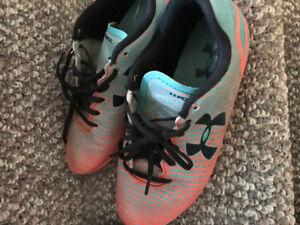 Kids soccer cleats $7 pair