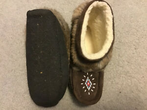 Ladies Size 5 Mini Mukluks w Crepe Sole New Reduced