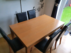 Oak Dining room Table (6 Free Chairs)