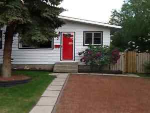 1/2 Duplex available in Glendale