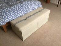 CHEST SOLID TIMBER WITH CUSHION