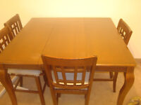 big  dinning table to sell.