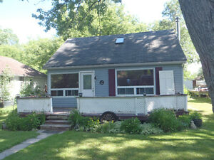 innisfil cottage/house 1-1/2 storeys steps to cooks bay