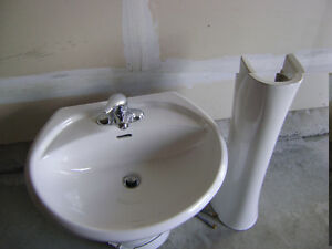 Pedestal Sink and taps
