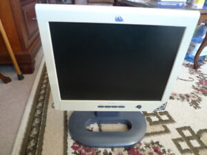 "Hp monitor 15"" LCD TFT Flat Screen DVI VGA with Speakers ."