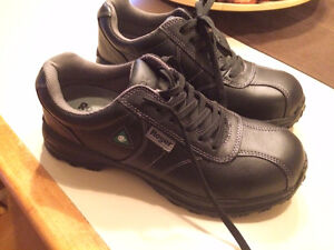 Safety shoes - brand new - size 10. Never used!