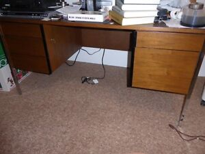 Desk with 5 lockable drawers