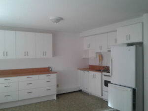 RENOVATED 5BD/3BA & DEN/OFFICE WITH IN-LAW SUITE 4 RENT NOW!