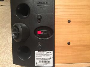 Like new Pair of Bose 301 series V speakers Cambridge Kitchener Area image 3