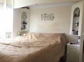 DOUBLE ROOM IN CARSHALTON