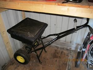Salt spreader or fertilizer seeder Cambridge Kitchener Area image 4
