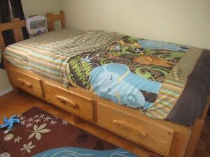 Single bed (captain) solid pin wood West Island Greater Montréal image 2