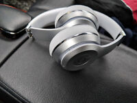 Solo3 beats by dre silver, mint condition