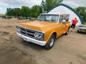 1972 GMC 2500 pickup step-side trucks up for Auction!