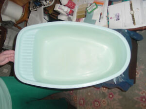 Rubber Bath Tub and Waste basket with Lid Collectible