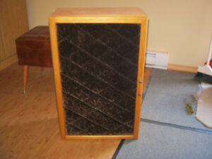 CABINET-(COLLECTIBLES/LIQUOR)-PORTABLE-$99-RARE