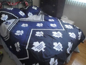 TORONTO MAPLE LEAF DOUBLE/FULL COMFORTER WITH MATCHING SHAMS