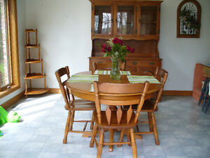 ROXTON HUTCH TABLE CHAIRS