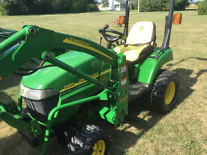 2305 JOHN DEERE COMPACT TRACTOR WITH LOADER AND MOWER DECK