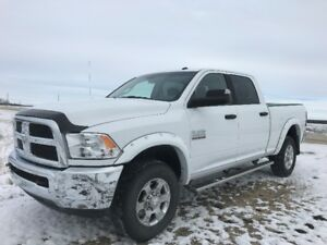 "2017 Ram 2500 SLT Diesel 4x4 Crew Cab 6'4"" - Showroom & Low KM!"