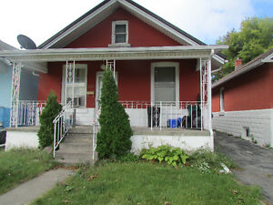 Three Bedroom House for Rent - Great Location Dec 1