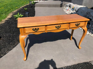 French Provincial Hall Table in Excellent Condition