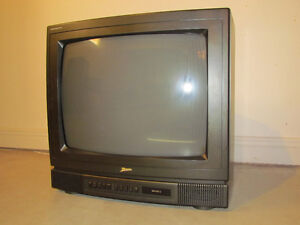 Zenith Colour Television 20 Inches And Remote For Sale