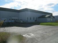 Entrepôt, garage et bureaux à louer