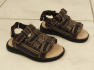 NEW!  -- GYMBOREE TODDLERS SANDALS