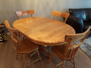 Country Kitchen Solid Wood Maple pedestal table and chairs