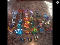Lot de 28 skylanders plus 3 special item