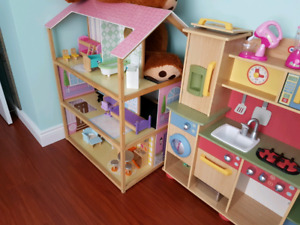 Dollhouse and kitchen